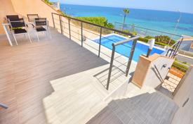 Townhouses for sale in Cabo Roig. Luxury three-bedroom townhouse on the beach in Cabo Roig, Alicante, Spain
