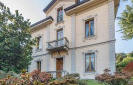 Luxury houses for sale in Cernobbio. Elegant villa of the early 20th century, in the center of Cernobbio, Italy