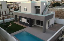 Houses with pools by the sea for sale in Valencia. Modern villa with a pool, a parking and a garden in walking distance to the beach, Torrevieja, Spain