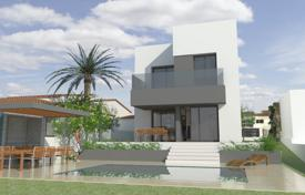 Houses for sale in Empuriabrava. New villa with a pool, a terrace and a garden, Empuriabrava, Spain