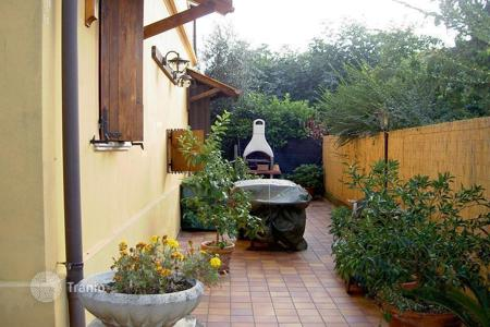 Houses for sale in Abruzzo. Very nice detached house with garden in town centre