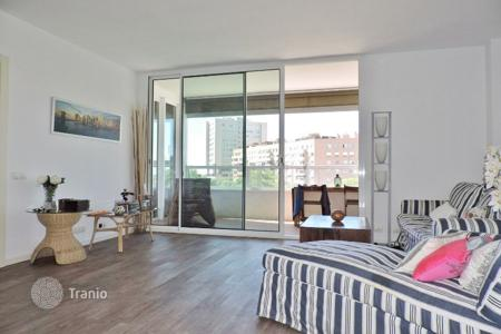 2 bedroom apartments by the sea for sale in Barcelona. Cozy flat with seaviews