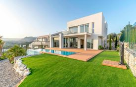 Comfortable villa with a garden, a backyard, a swimming pool, a relaxation area, a terrace and a parking, Benidorm, Spain for 640,000 €