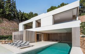 Luxury houses for sale in Palma de Mallorca. Exclusive villa with a private plot, a pool, a garage and views of the bay, close to the sea and the golf course, Son Vida, Mallorca, Spain
