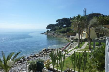 1 bedroom apartments for sale in Liguria. Bordighera sea view apartment directly on the beach for sale