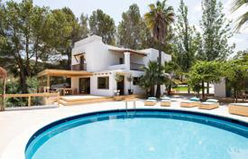 6 bedroom houses by the sea for sale in Balearic Islands. 6-bedroom authentic villa completely reformed located minutes away from the best beaches of the South-East coast
