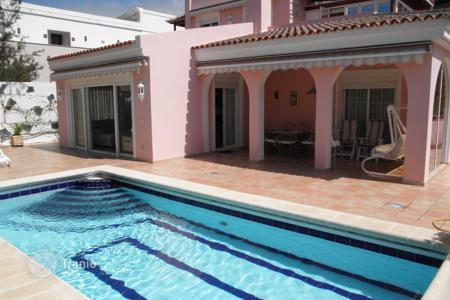 3 bedroom houses for sale in Canary Islands. Villa - Costa Adeje, Canary Islands, Spain