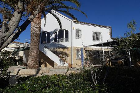 Property for sale in Jalón. 4 bedroom villa with private pool, 1250 sqm plot and panoramic mountain views in Jalón/ Xaló