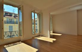 3 bedroom apartments for sale in Côte d'Azur (French Riviera). Apartment with a balcony in a prestigious neighbourhood in the city center, 150 meters from the sea, Nice, France