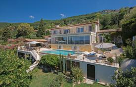 Houses with pools for sale in Grasse. Cannes Backcountry — Contemporary villa