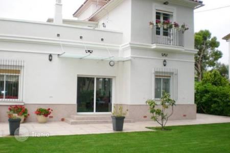 4 bedroom houses for sale in Costa del Garraf. Cozy house with spacious garden on sale in Vinyet area in Sitges