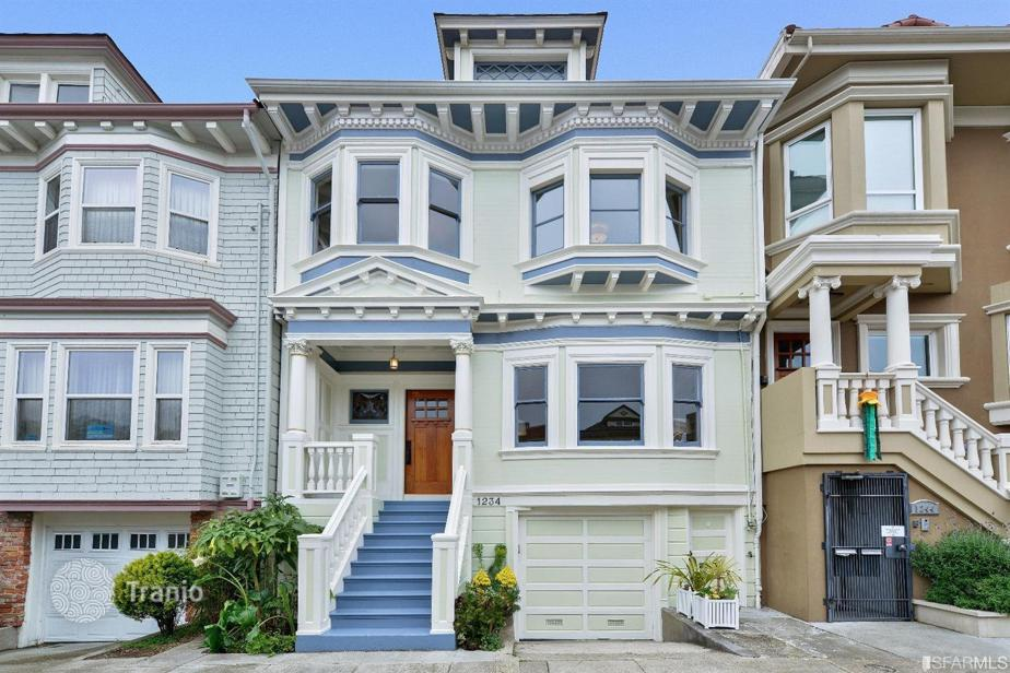 Pour piss in my ass