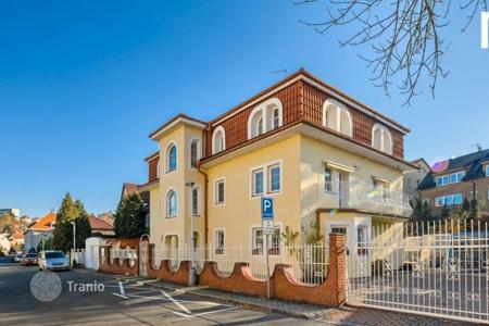 Luxury houses with pools for sale in Praha 6. Villa – Praha 6, Prague, Czech Republic
