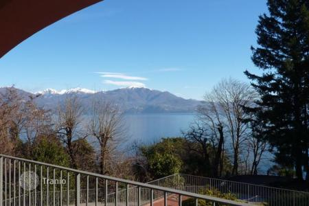 3 bedroom apartments for sale in Italy. High rental potential! Terraced apartment overlooking Lake Maggiore, in the park area with developed infrastructure, Oggebbio, Italy