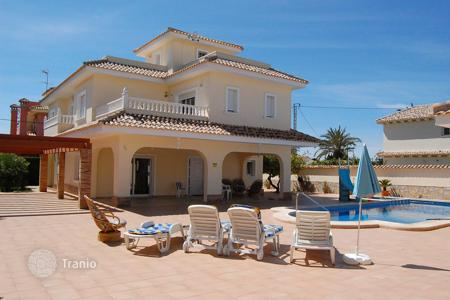 Coastal houses for sale in Cabo Roig. Villa with sea view in the town of Cabo Roig