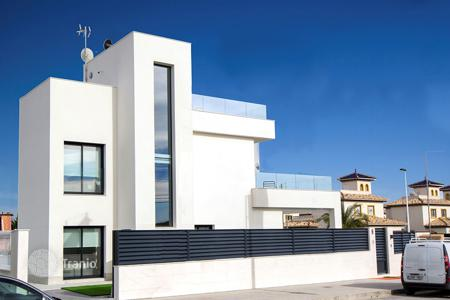 Coastal houses for sale in La Marina. 4 bedroom villa with private pool, 200 meters from the beach