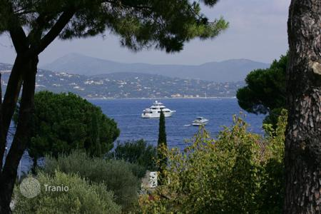 Coastal houses for sale in France. VILLA FOR SALE IN SAINT-TROPEZ