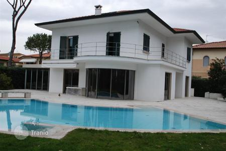 Houses with pools for sale in Forte dei Marmi. Charming villa with panoramic terraces, swimming pool, garden in Forte dei Marmi, Tuscany, Italy
