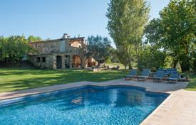 Luxury houses with pools for sale in Gerona (city). Country seat – Gerona (city), Costa Brava, Spain