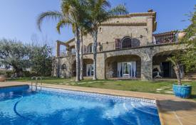 Luxury property for sale in Mataro. Spacious villa in antique style with a swimming pool, a picturesque garden and terraces overlooking the sea, Mataro, Spain
