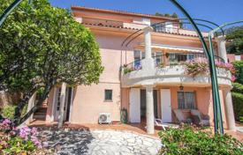 Houses with pools for sale in Èze. Charming villa overlooking the bay of Eze-sur-Mer