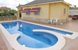 4 bedroom houses for sale in Roda-de-Bara. Holiday home with pool, jacuzzi and barbecue