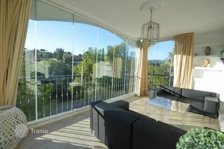 Residential for sale in Puerto Banús. Cosy apartment with a garden view, Puerto-Banus, Spain