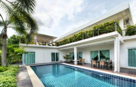 Houses from developers for sale overseas. New villa with pool, garden and parking in Pattaya, Bang Sare area