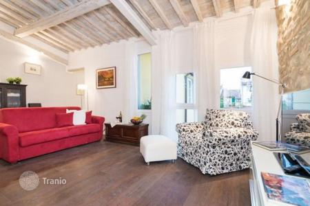 3 bedroom apartments to rent in Italy. Apartment – Florence, Tuscany, Italy