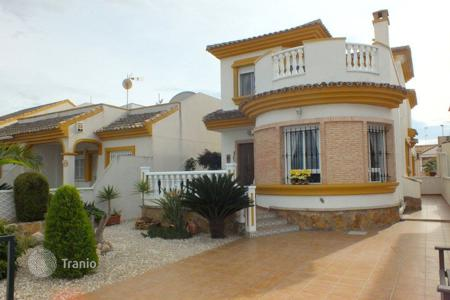 Cheap property for sale in Daya Nueva. 3 bedroom villa with private solarium and 205 m² plot in Daya Nueva