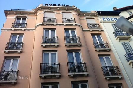 Commercial property for sale in France. Hotel – Juan-les-Pins, Antibes, Côte d'Azur (French Riviera),  France
