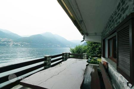 Luxury 2 bedroom houses for sale in Italian Lakes. Villa – Lake Como, Lombardy, Italy