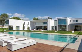 Luxury houses for sale in Muan-Sarthe. Luxury villa with a garden, a swimming pool, a gym and a sea view, Mouans-Sartoux, France