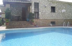 1 bedroom houses for sale in Costa Brava. Individual house with a private pool in a very good area