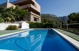 Coastal property for sale in Castelldefels. Charming villa with a panoramic view of the sea and the beach in Castelldefels, Spain
