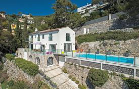 Property to rent in Villefranche-sur-Mer. Newly renovated villa in a secure domain Villefranche