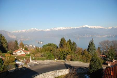 3 bedroom houses for sale in Stresa. Detached house – Stresa, Piedmont, Italy