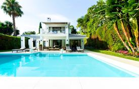 Luxury 3 bedroom houses for sale in Spain. Villa for sale in Nueva Andalucia