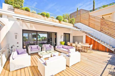 Houses for sale in Cannes. Cannes sea view mansion