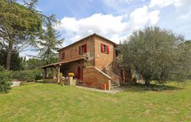 Elite estate with pool and guest houses, Chiusi, Italy for 590,000 €