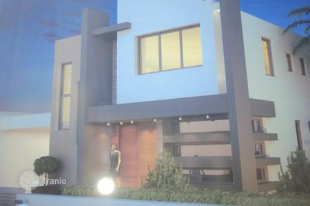 3 bedroom houses for sale in Paralimni. A 3 Bedroom Modern Architecture Detached Villa