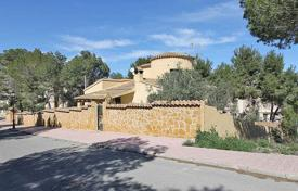 6 bedroom houses for sale in Valencia. Orihuela Costa, Las Filipinas. Wonderful Villa of 303 m² built with plot of 800 m²