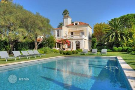 Luxury 6 bedroom houses for sale in Antibes. House 8 Rooms 400 m² for sale
