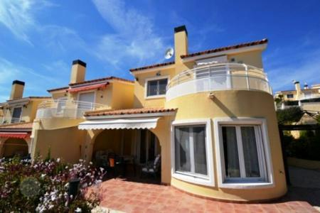Cheap 3 bedroom houses for sale in Valencia. Villa – Alicante, Valencia, Spain
