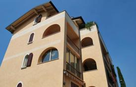 Apartments for sale in Lake Garda. Apartment – Garda, Veneto, Italy