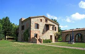 Houses for sale in Monteleone D'orvieto. Prestigious property in Umbria which is located only 700 m from the medieval village of Monteleone d'Orvieto