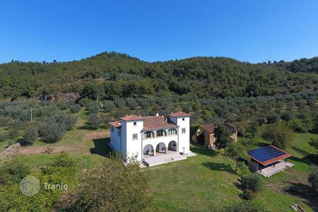 Luxury 5 bedroom houses for sale in Tuscany. Ancient Farmhouse of XVIII Century