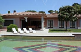 Property for sale in Santa Maria de Solius. Comfortable villa with a swimming pool, a garden and a veranda, next to a prestigious golf course, Santa Maria de Solius, Spain