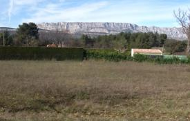 Cheap residential for sale in Bouches-du-Rhône. BEAUTIFUL QUIET LAND 2000 M² with magnificent views of Mountains Sainte Victoire