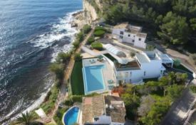 Luxury houses with pools for sale in Costa Dorada. Villa – Miami Platja, Catalonia, Spain